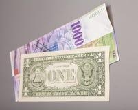 Dólares americanos e moeda do franco suíço Foto de Stock