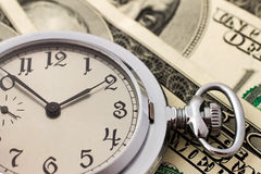 Dólares americanos e relógio velho. Close up Foto de Stock Royalty Free