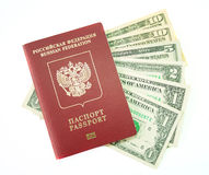 Dólares americanos e um passaporte Imagens de Stock Royalty Free