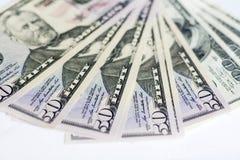 Dólares americanos em um fundo branco Dinheiro Fotografia de Stock Royalty Free