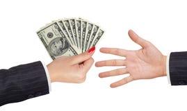 Dólares americanos en mujeres mano y mano del hombre Fotos de archivo libres de regalías