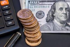 Dólares americanos, moeda, calculadora Fotografia de Stock Royalty Free