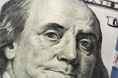 Dólares americanos Uma pilha de cem notas de dólar Fim acima fotografia de stock royalty free