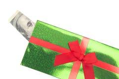 100 dólares Bill Sticking Out de una tarjeta de Navidad imágenes de archivo libres de regalías