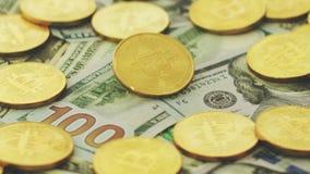 Dólares coloridos con las monedas brillantes almacen de metraje de vídeo
