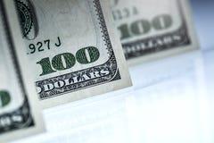 dólares de billetes de banco Dólares americanos de dinero del efectivo Cientos billetes de banco del dólar Imagen de archivo libre de regalías