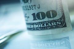 dólares de billetes de banco Dólares americanos de dinero del efectivo Cientos billetes de banco del dólar Imagen de archivo