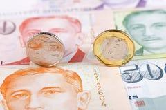 Dólares de Cingapura das moedas foto de stock royalty free