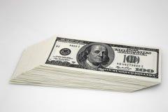 Dólares de concepto del primer Dólares americanos de dinero del efectivo Cientos billetes de banco del dólar Fotos de archivo libres de regalías