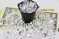 Dólares de EE. UU. cubiertos con los diamantes Foto de archivo