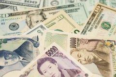 Dólares de EE. UU., yenes japoneses Imágenes de archivo libres de regalías