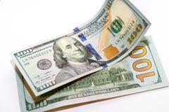 100 dólares de nuevos billetes de banco Fotos de archivo libres de regalías