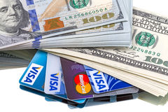 Dólares do dinheiro e cartões de crédito Fotografia de Stock Royalty Free