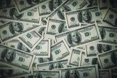 Dólares do fundo, cem contas da cédula do dólar dos EUA, muitas dinheiro americano do dinheiro, vista superior com vinheta Foto de Stock Royalty Free