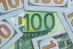 100 dólares e euro 100 Imagens de Stock