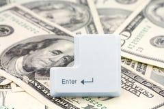 Dólares e uma chave de entrada Fotografia de Stock Royalty Free