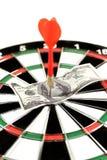 Dólares em um dartboard imagens de stock