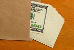 Dólares em um envelope. Imagens de Stock