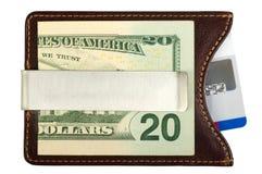 Dólares en clip del dinero y tarjeta de crédito. Fotografía de archivo libre de regalías