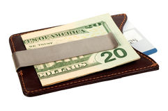 Dólares en clip del dinero y tarjeta de crédito. Foto de archivo libre de regalías