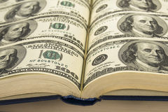 Dólares en los libros Foto de archivo
