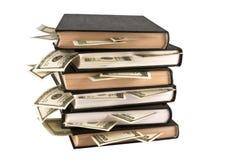 Dólares en los libros, entrenamiento del asunto. Foto de archivo libre de regalías