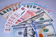 Dólares, euro e rublos diferentes do dinheiro fotos de stock