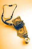 Dólares médicos del estetoscopio foto de archivo libre de regalías