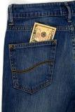 10 dólares no bolso das calças de brim. Imagens de Stock
