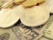 Dólares, oro y dinero de plata de los E.E.U.U. Imagen de archivo