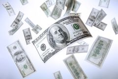 Dólares que caen imagen de archivo