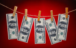 Dólares que cuelgan en cuerda con los Clothespins Imágenes de archivo libres de regalías