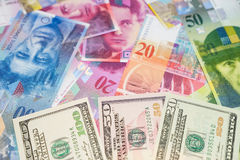 Dólares y francos suizos Fotos de archivo libres de regalías