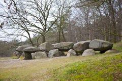 Dólmem grave de pedra velho em Drenthe, os Países Baixos Foto de Stock