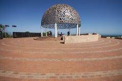 Dôme commémoratif de HMAS Sydney avec la zone pavée Image libre de droits