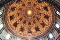 Dôme de l'église photo stock