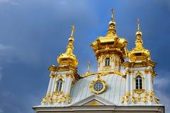 Dôme de la chapelle est du palais de Petegof Photo libre de droits