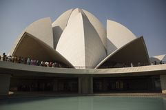 Dôme du temple célèbre de Lotus de toutes les religions en Inde photos libres de droits