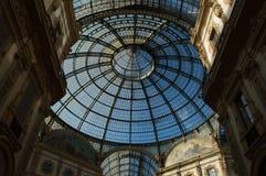Dôme en verre au centre du puits Vittorio Emanuele à Milan Horizontal, personne photographie stock