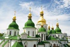Dômes d'or de cathédrale de Sophia de saint dans Kyiv Images libres de droits