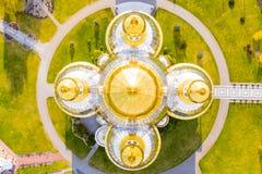 Dômes d'or de cathédrale, vue aérienne Concept de foi photo stock
