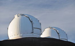 Dômes de télescope sur Mauna Kea Photos stock