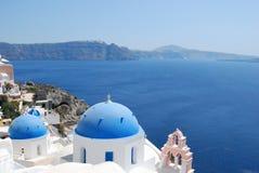 Dômes types en île d'Oia Santorini Images libres de droits