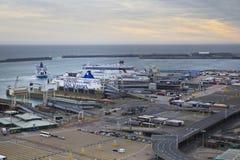 DÔVAR, Reino Unido - 12 de abril de 2014:- o porto de Dôvar, o porto o mais ocupado de Inglaterra conseguiu o plano construir o t fotos de stock royalty free