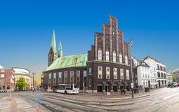 Dö Glocke (Klockan) är en konserthall i mitten av Bremen Arkivbild