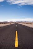 Död för huvudväg 190 & Owens dalKalifornien natur Royaltyfria Bilder