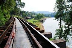 Död järnväg av världskrig II på Kanchanaburi, Thailand Arkivfoton