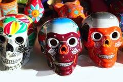döda mexikanska skallar för aztec färgrik dag Arkivbilder