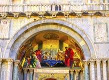 Dödhelgon Mark Evangelist Mosaic Saint Mark & x27; s-kyrka Venedig det Arkivfoton