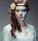 Dölja bak en maskering Royaltyfri Foto